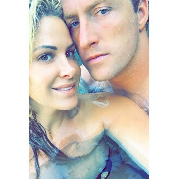 Kiss And Makeup On Site: Kim Zolciak Shares Sexy, Makeup-Free Selfie With Hot Ass