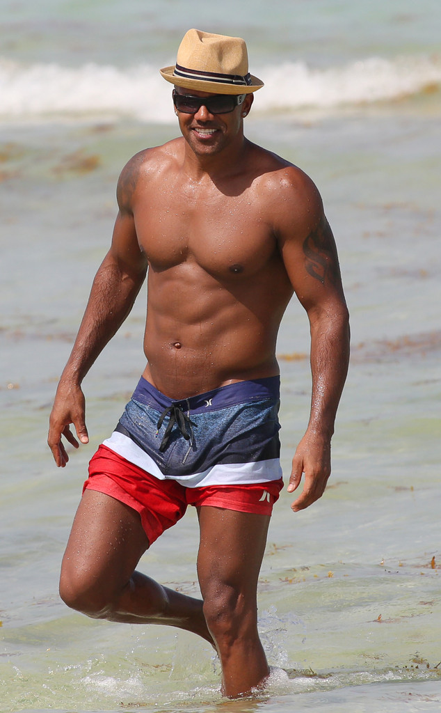 holy abs  shemar moore  45  shows off his sexy shirtless