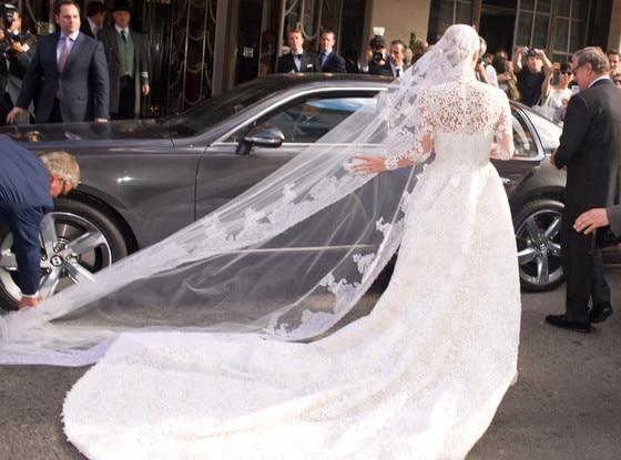 Nicky Hilton, Veil