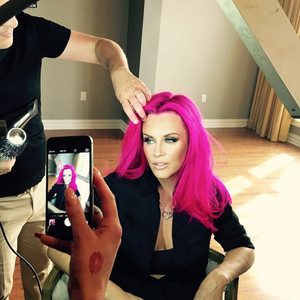 Jenny McCarthy, Pink Hair