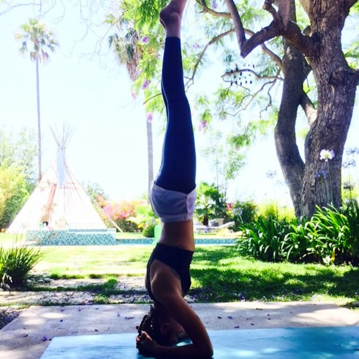 Miley Cyrus, Yoga, Instagram