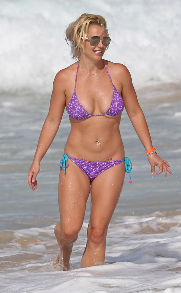 Hot Mama Britney Spears Shows Off Impressive Bikini Body During Family Vacation In Hawaii E News