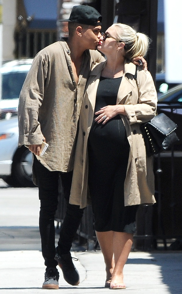 Ashlee Simpson Ross Gives Birth! Singer and Evan Ross ...