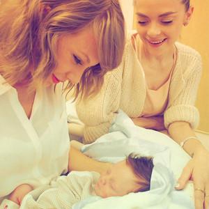 Taylor Swift, Jaime King, Instagram
