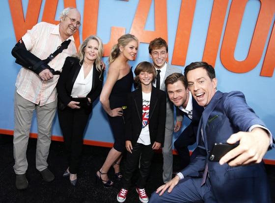 Chevy Chase, Beverly D'Angelo, Christina Applegate, Steele Stebbins, Skyler Gisondo, Chris Hemsworth, Ed Helms, Vacation Cast Selfie