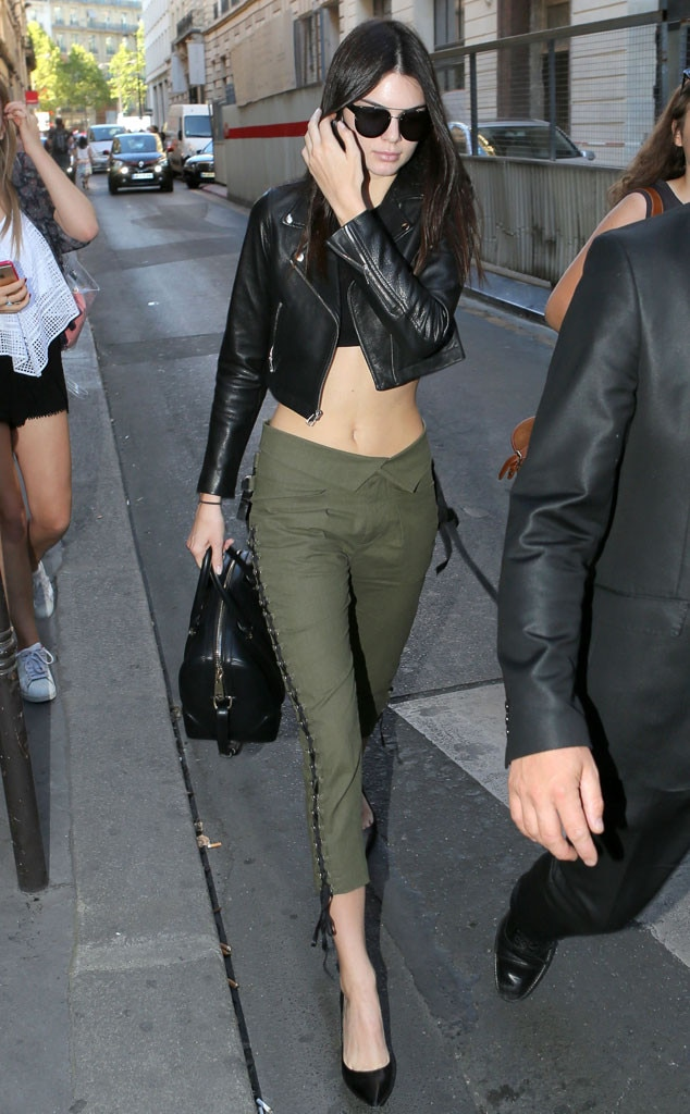 In The Middle From Kendall Jenner 39 S Street Style E News