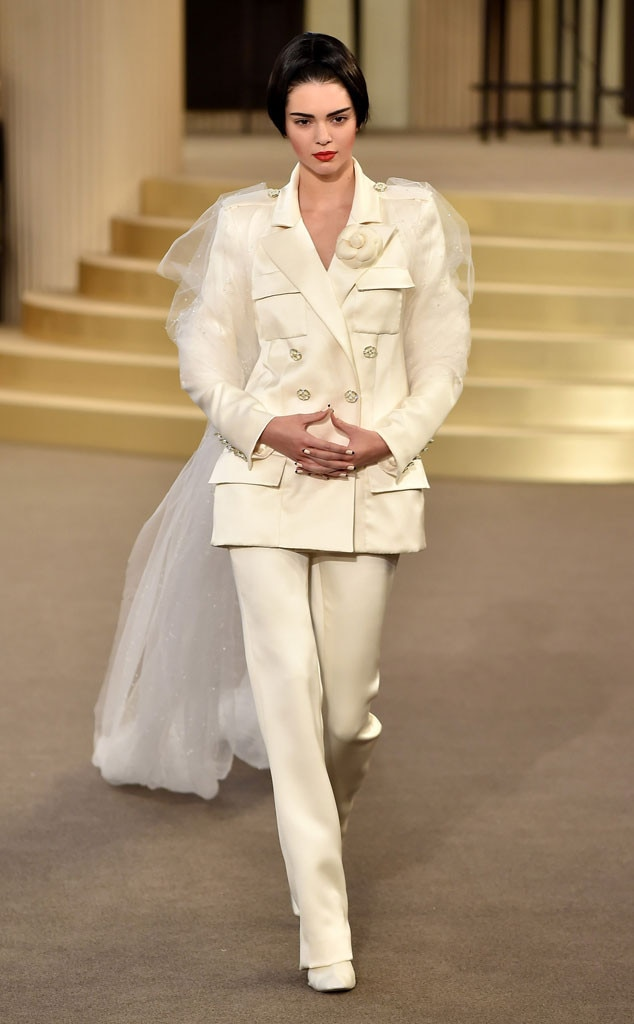 Kendall Jenner Closes Chanel Fashion - 47.5KB