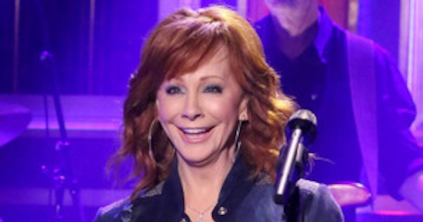 Reba Mcentire Makes First Post Split Tv Appearance Helps