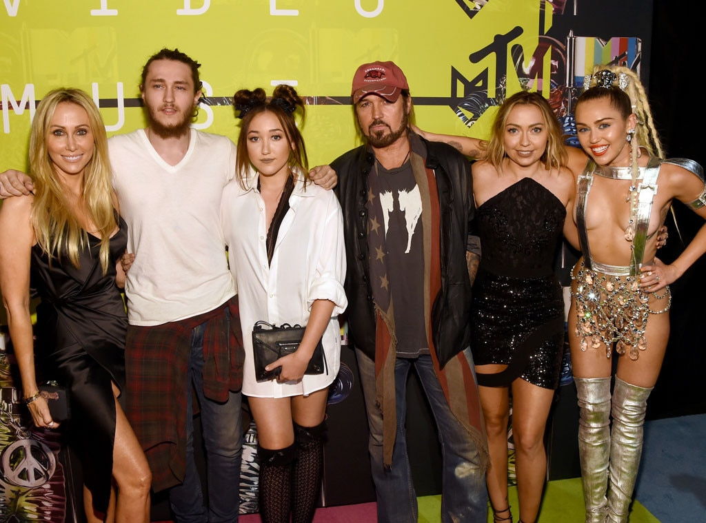 Tish Cyrus, Braison Cyrus, Noah Cyrus, Billy Ray Cyrus, Brandi Glenn, 2015 MTV Video Music Awards, VMA