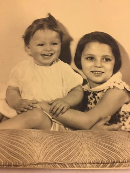 Jackie Collins, Joan Collins, Childhood Throwback Pic