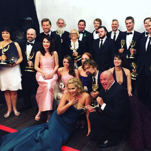 Amy Schumer Photobombs the Cast of Game of Thrones Backstage at 2015 Emmys