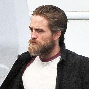 <b>Robert Pattinson</b> parle de sa prise de poids et de sa peur que son bide soit ... - rs_300x300-150924135617-600.Robert-Pattinson-Filming-Ireland.ms.092415