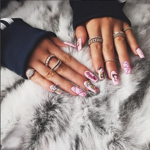Kylie Jenner, Nails