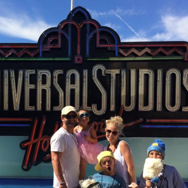 Britney Spears, Universal Studios Hollywood, Instagram