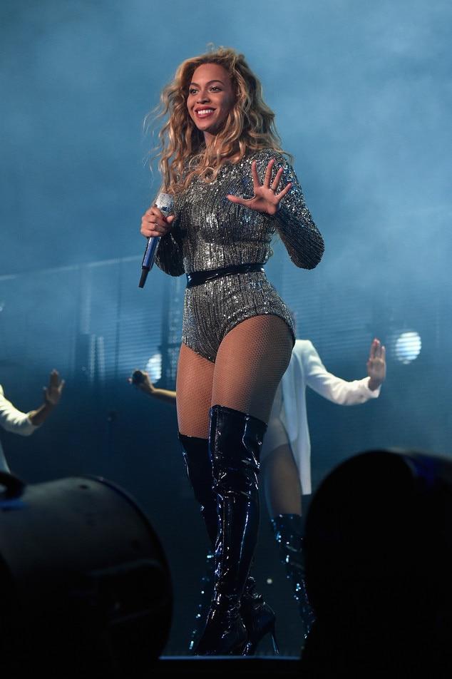 Beyoncé Stuns in ...