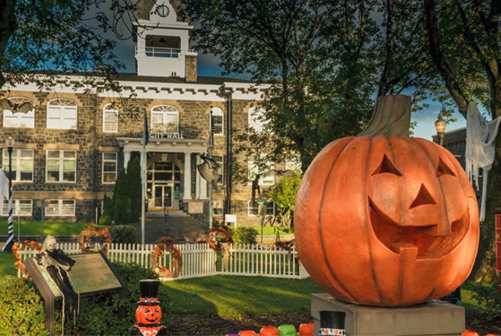 Halloweentown Is Real, and You Can Visit Just in Time for the ...