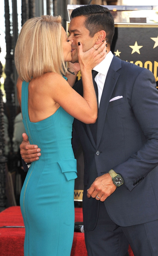 Kelly Ripa Pictures Kelly Ripa And Mark Consuelos On
