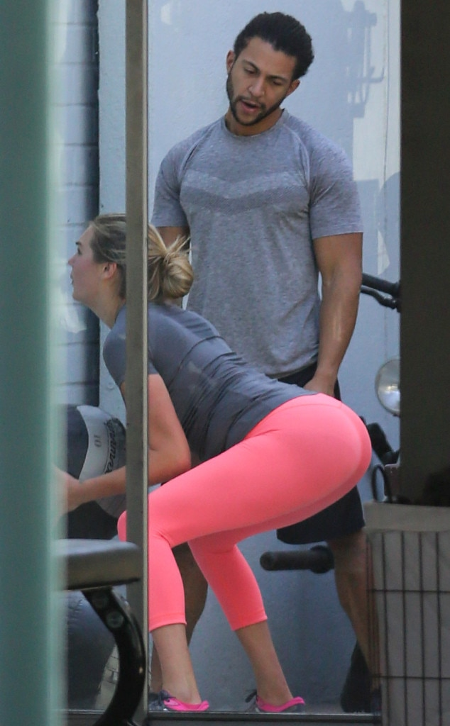 Kate Upton Pops Squats And Works Up A Sweat At The Gym See