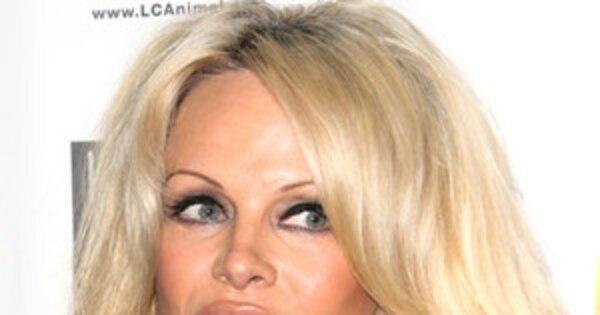Pamela Anderson Announces Shes Free of Hepatitis C [Video]