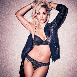 Rita Ora, Tezenis, Instagram