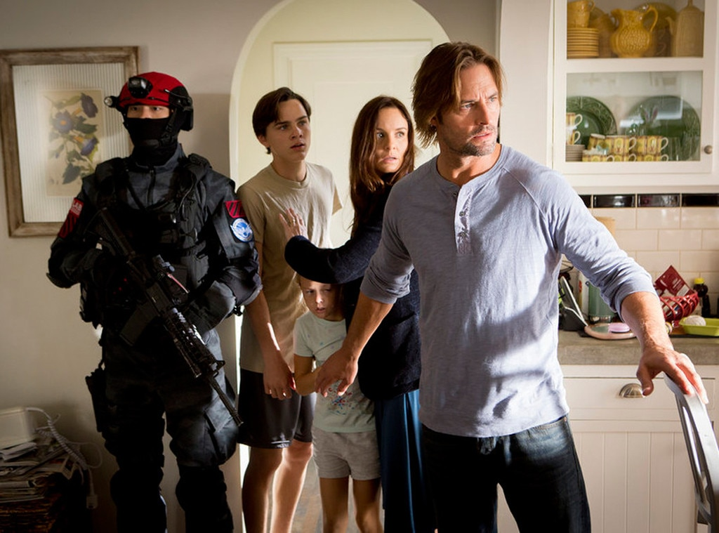 Sarah Wayne Callies, Josh Holloway, Colony
