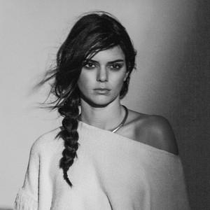 Kendall Jenner, Mango