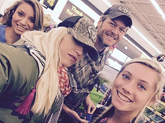 Gwen Stefani, Blake Shelton, Twitter, Dollar Store