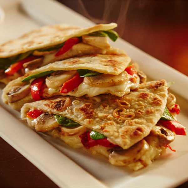 Olive garden 39 s new piadina sandwich tastes like taco bell we tried it e news for Olive garden chicken flatbread