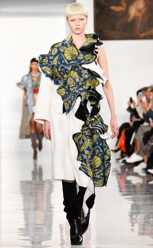 maison margiela from paris fashion week haute couture e. Black Bedroom Furniture Sets. Home Design Ideas