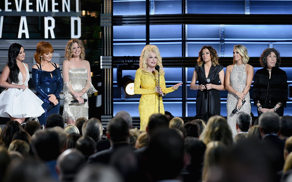 Dolly Parton, 2016 CMA Awards