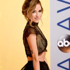 ESC: Kaitlyn Bristowe, CMA Awards