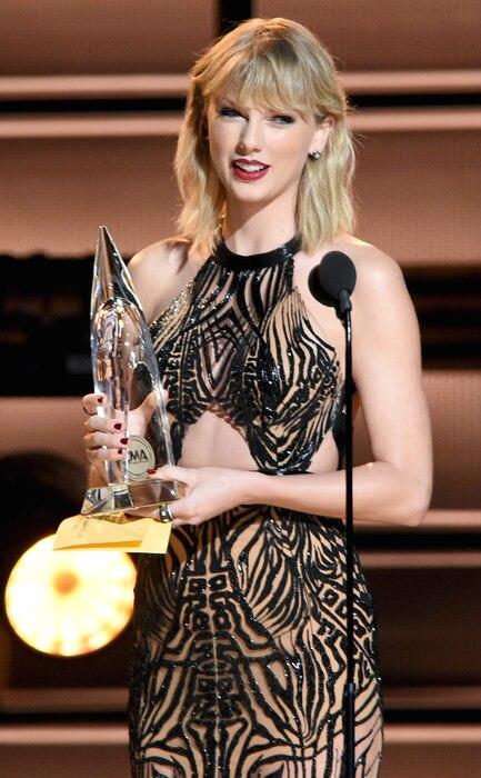 Taylor Swift, 2016 CMA Awards