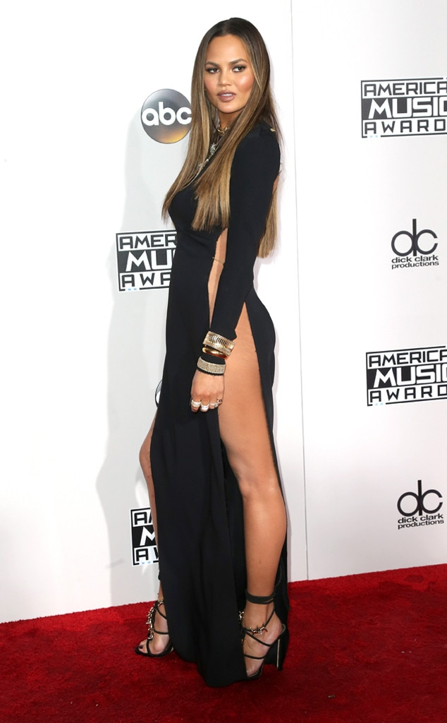 Chrissy Teigen Apologizes for Flashing Her Hooha at the AMAs While ...