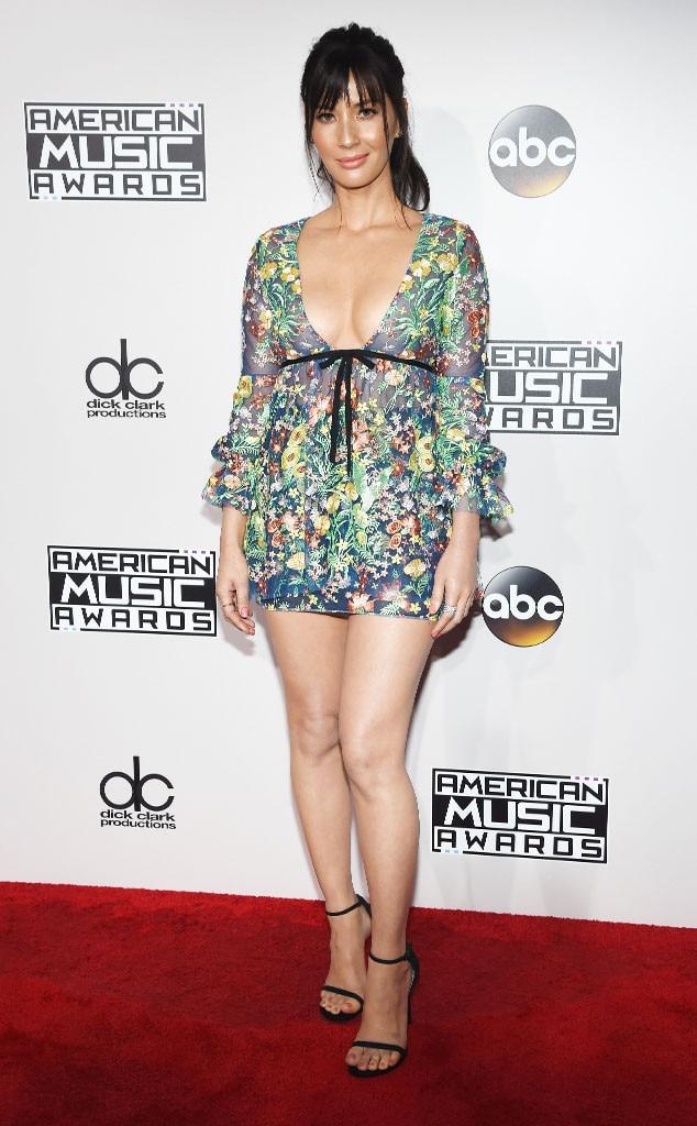 Olivia Munn, AMAs, 2016 American Music Awards, Arrivals