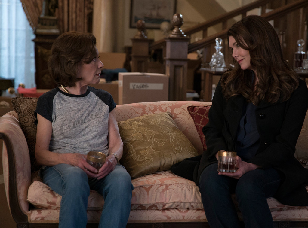 gilmore girls a year in the life bosses tell all that pregnancy reveal regrets and will there. Black Bedroom Furniture Sets. Home Design Ideas