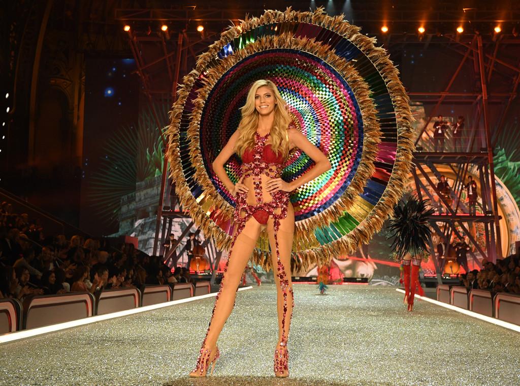 Devon Windsor, 2016 Victoria's Secret Fashion Show