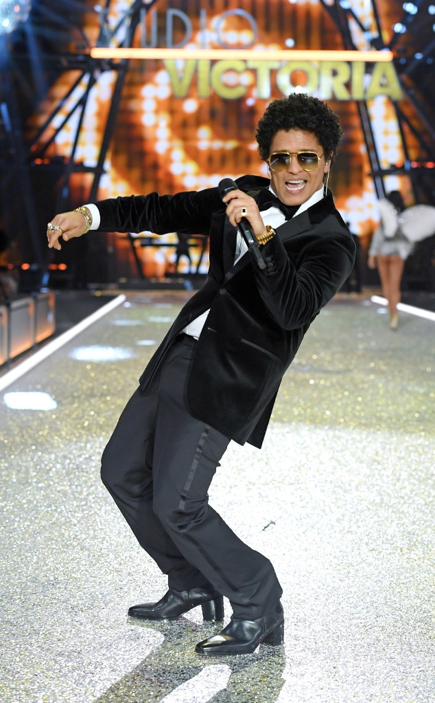 Bruno Mars, 2016 Victoria's Secret Fashion Show