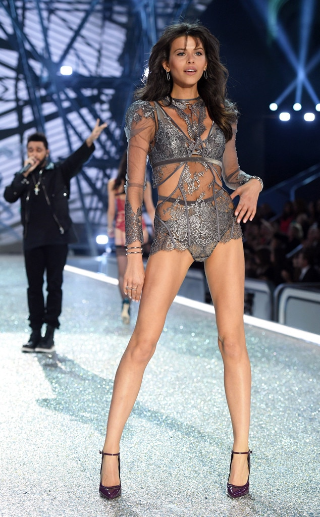 be human or victorias secret Follow/fav isabella the model by: ziggyzag433 this is an all human fan fic chapter 1 bella pov i zipped up my last suitcase and sighed looking around my 30 x 30 master bedroom filled with my friends, i was going to miss new york.