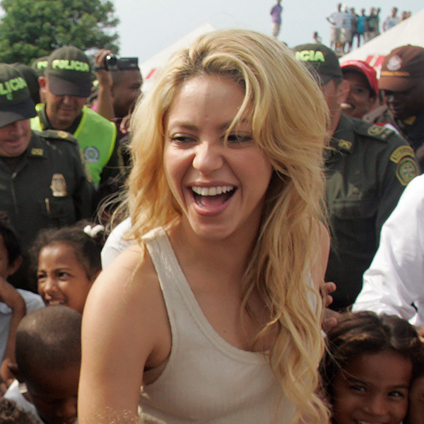 Shakira, Columbia School, Pies Delscalzos