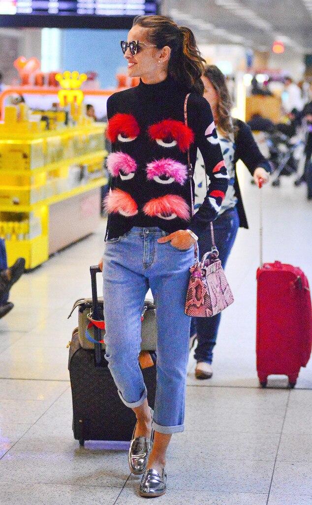 ESC: Ugly Sweaters, Izabel Goulart