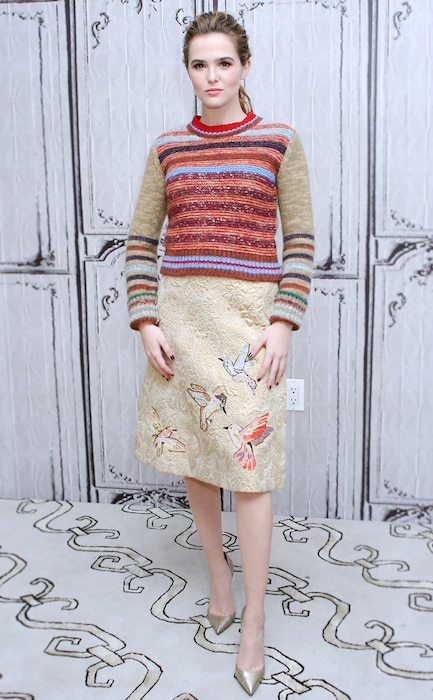 ESC: Ugly Sweaters, Zoey Deutch
