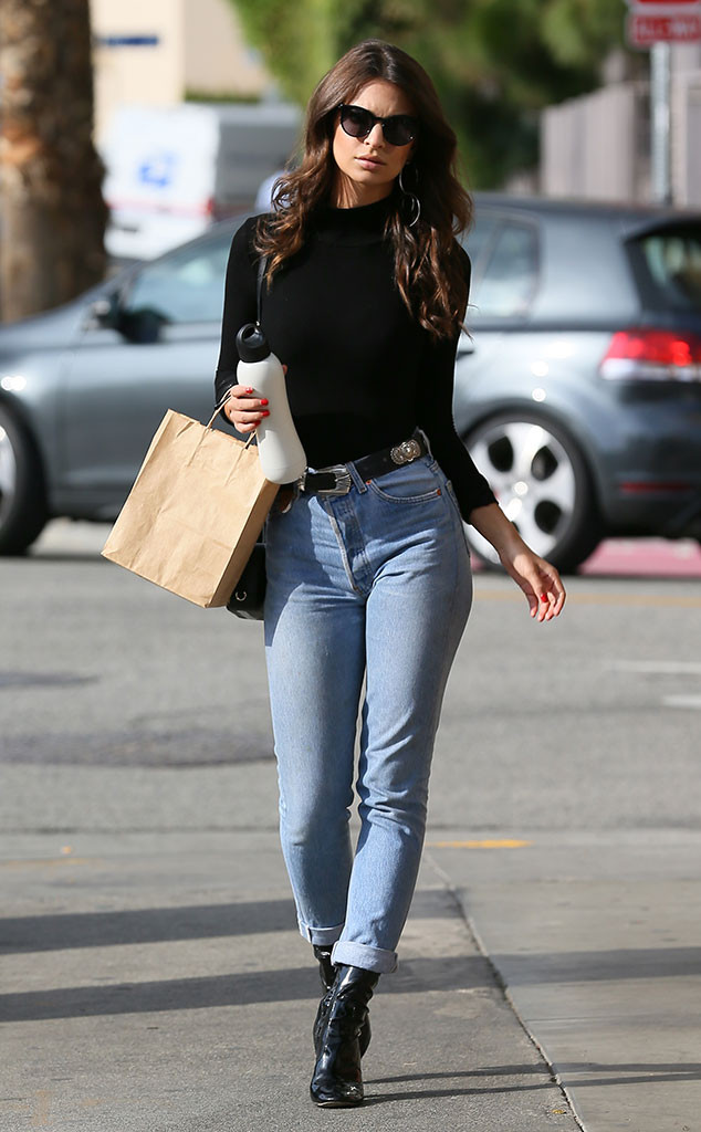 Celebs Holiday Shopping, Emily Ratajkowski