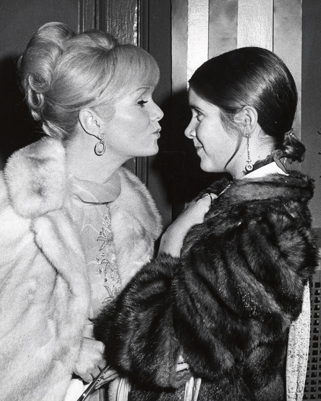 http://akns-images.eonline.com/eol_images/Entire_Site/20161127/rs_634x793-161227105859-634-carrie-fisher-debbie-reynolds-1972.jpg