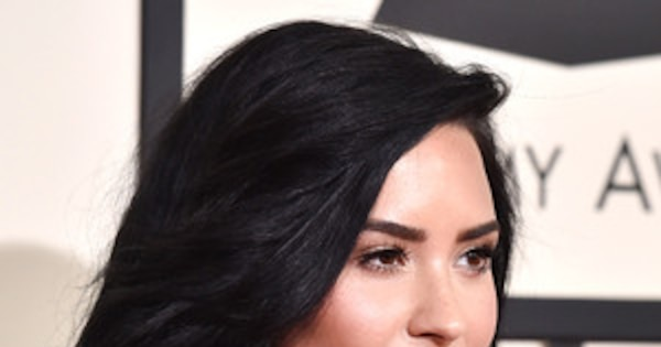 Rs 600 Demi Lovato Beauty Grammy Awards Fit Crop Center Top Celebrates Years Sobriety