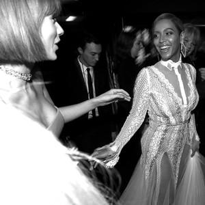 Beyonce, Taylor Swift, 2016 Grammy Awards
