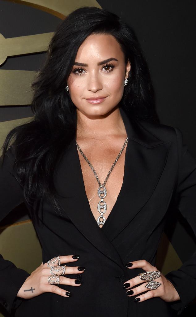 Demi Lovato, Grammy Awards 2016 Best Accessories
