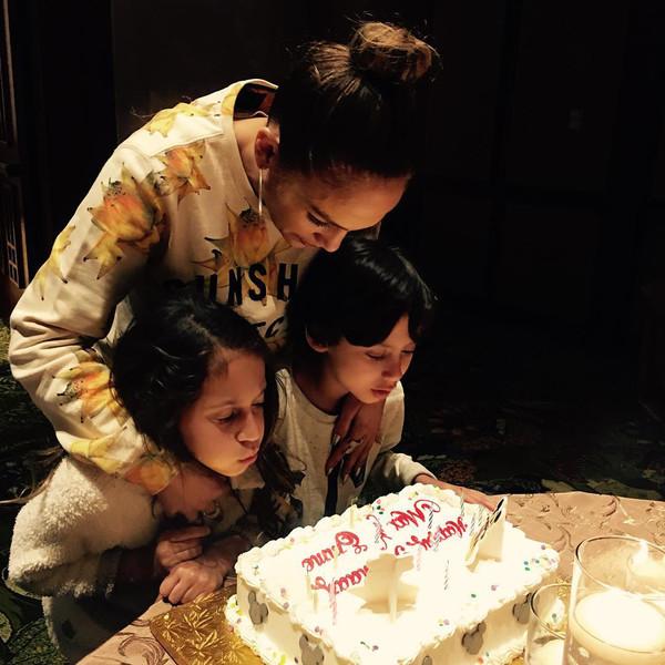 Jennifer Lopez, Maximilian David Muñiz, Emme Maribel Muñiz, Instagram