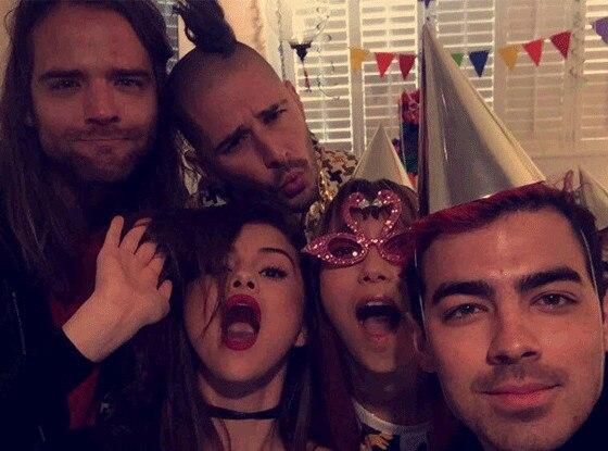 DNCE, Selena Gomez , Tongues