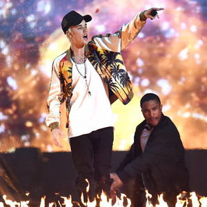 Justin Bieber, BRIT Awards, Performing
