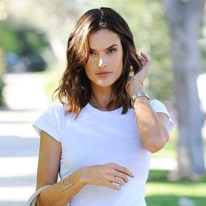 Alessandra Ambrosio Dances in a Bikini to Rihanna's Work on Instagram ...